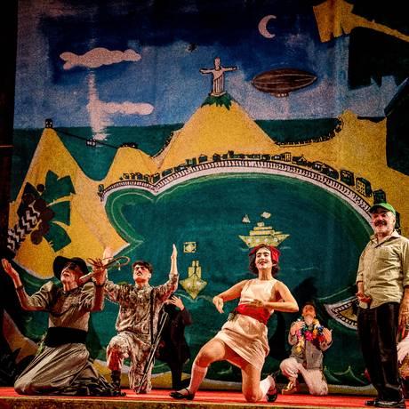 Cena do 2º ato da encenação que estreia em São Paulo, com cenário de Hélio Eichbauer Foto: Jennifer Glass / Divulgação