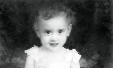 Nascida no subúrbio do Rio de Janeiro em 16 de outubro de 1929, Fernanda Montenegro (na foto, com um ano) foi batizada como Arlette Pinheiro Esteves da Silva Torres por seus pais, o casal Vitório e Carmen. Foto: Acervo Fernanda Montenegro