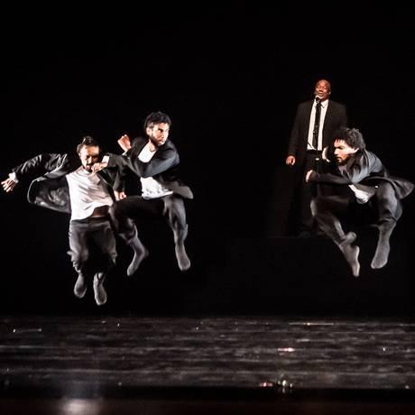 Coreografia do sul-coreano Jae Duk Kim,