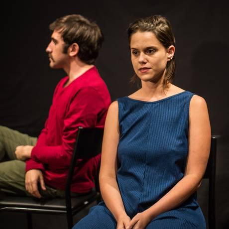 A atriz Clarisse Zarvos é uma das performers que se revezam no papel da protagonista Sherazade Foto: Renato Mangolin / Divulgação