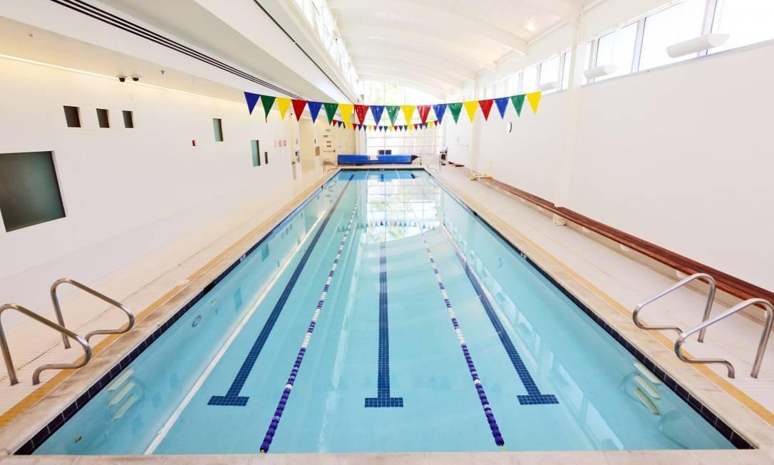 Segundo o Business Insider, a sede do YouTube é o único prédio da Google a abrigar uma piscina de verdade. O Googleplex possui uma piscina ao ar livre, mas ela é minúscula, gerando correnteza artificial para os Googlers nadarem sem sair do lugar Foto: Divulgação