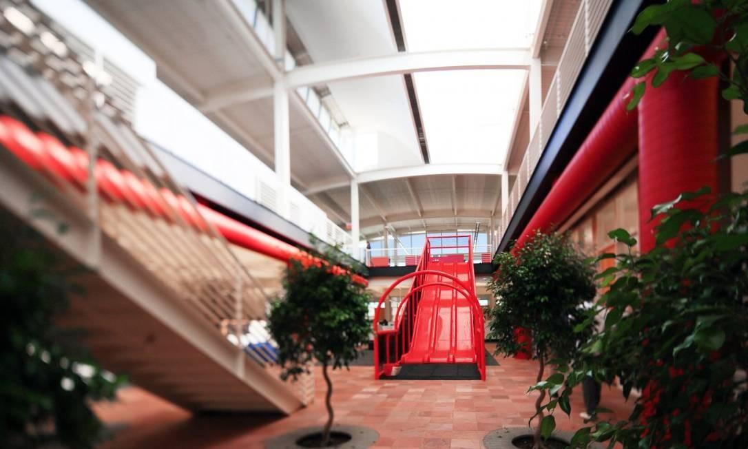 Os clássicos tobogãs presentes em vários prédios da Google Foto: Divulgação