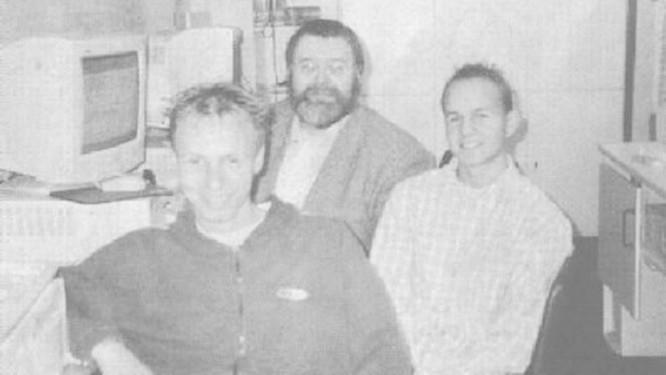 O mais à esquerda é o hoje Dr. Robin Seggelmann. Na foto, de 2000, ele ainda era aluno no Gymnasium Laurentianum, Warendorf, na Alemanha Foto: Reprodução