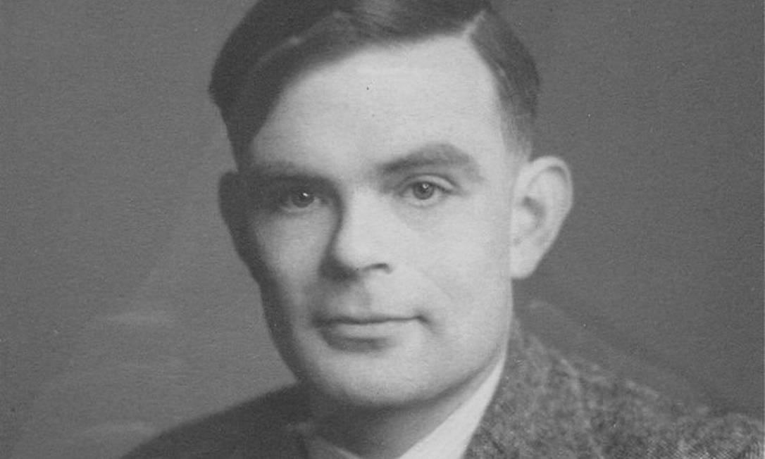 Alan Turing, gênio da computação que criou o teste que leva seu nome, em artigo publicado em 1950 Foto: Reprodução