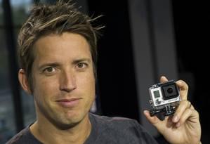 Nick Woodman com um exemplar da GoPro Hero 3+ Foto: David Paul Morris / Bloomberg News/30-9-2013