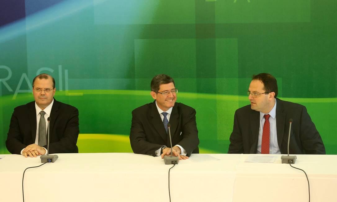 Tombini (esq.), Levy e Barbosa Foto: ANDRE COELHO/Agencia O Globo / Agência O Globo
