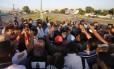 Funcionários do Comperj protestam contra atraso de salários