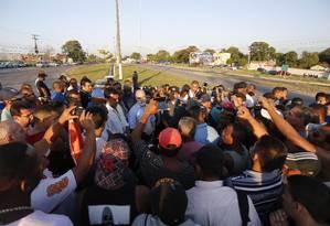 Funcionários do Comperj protestam contra atraso de salários Foto: Pablo Jacob / Agência O Globo