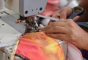 Indústria têxtil: setor foi beneficiado por desoneração e agora tem alíquota previdenciária elevada Foto: Márcio Alves / Agência O Globo