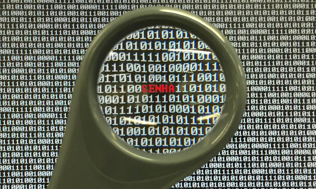 Tem sempre um hacker à espreita Foto: Carlos Alberto Teixeira / O GLOBO