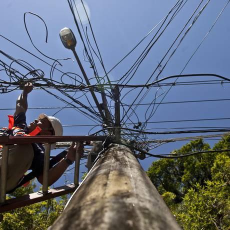 Técnico trabalha em rede do Rio de Janeiro Foto: Dado Galdieri / Bloomberg News