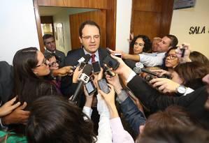 Ministro do Planejamento, Nelson Barbosa deixa audiência pública no Senado sobre as medidas provisórias 664 e 665, que alteram a forma de concessão de benefícios trabalhistas e previdenciários. Foto: André Coelho / O Globo