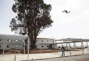 Drones: perigo dos ares Foto: ZACHARIAS ABUBEKER / AFP