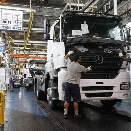 Mercedes-Benz justificou demissões alegando que, com a economia desaquecida, vem sofrendo com a queda das vendas Foto: Divulgação