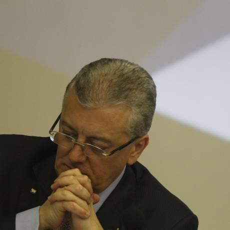 Aldemir Bendine, presidente da Petrobras, durante apresentação do balanço da empresa Foto: Marcelo Carnaval / Agência O Globo