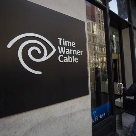 Cliente entra em um loja da Time Warner Cable em Nova York Foto: Michael Nagle / Bloomberg
