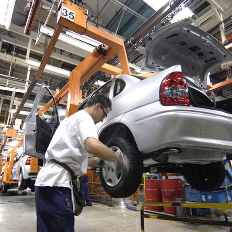 Metalúrgico na fábrica da GM do Brasil, no ABC paulista Foto: Paulo Fridman / Paulo Fridman