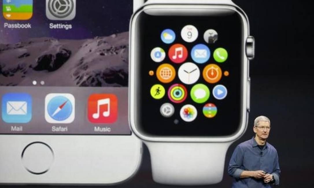 Tim Cook apresentando o Apple Watch Foto: Reuters
