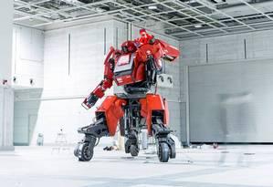 O robô japonês Kuratas: desafio de duelo aceito. Foto: Reprodução