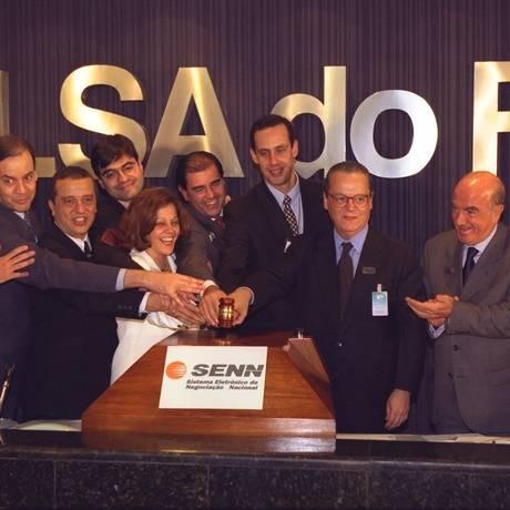 Em 29 de julho de 1998, as 12 empresas do Sistema Telebrás foram vendidas em leilão na Bolsa de Valores do Rio Foto: Ivo Gonzalez / Ivo Gonzalez