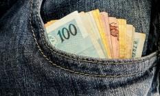 Dinheiro no bolso Foto: Rafael Neddermeyer / Fotos Públicas