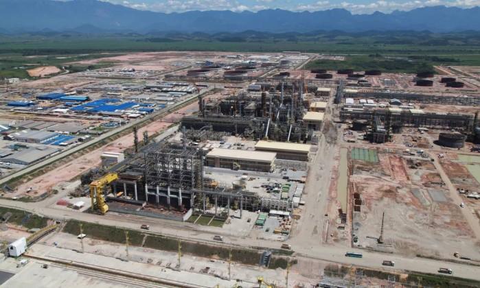 Resultado de imagem para Petrobras rebate críticas a contratação de estrangeiras para o Comperj