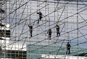 Setor da construção civil sente efeito da queda dos investimentos Foto: Felipe Hanower / Agência O Globo