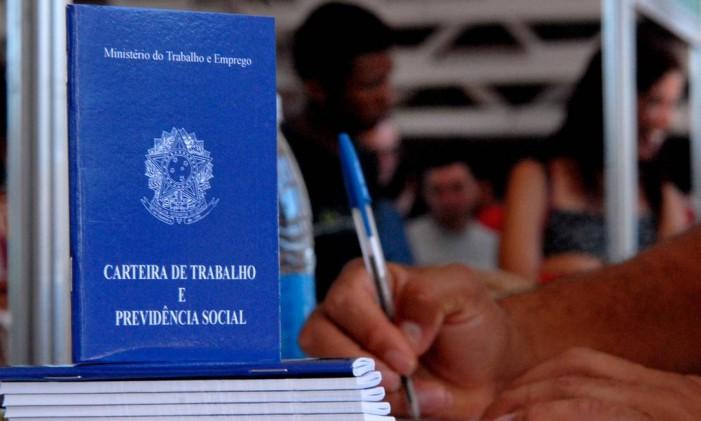 Carteira de Trabalho e Previdência Social Foto: Agência O Globo