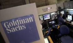 Funcionário do Goldman Sachs na Bolsa de Nova York Foto: Richard Drew / AP