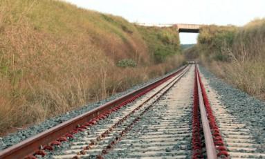 Trecho de construção da Ferrovia Norte-Sul, na cidade de Ouro Verde de Goiás (GO) Foto: Givaldo Barbosa / Agência O Globo