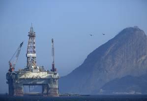 Plataforma de petróleo da Petrobras na baía de Guanabara Foto: Dado Galdieri / Agência O Globo / 20/04/2015