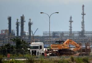 Promessas desfeitas. O Comperj, que deveria gerar emprego na região, já consumiu US$ 15 bilhões, mas nem a primeira refinaria está pronta Foto: Vanderlei Almeida / AFP