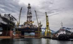 Disputa. Plataforma da Petrobras em manutenção em Angra dos Reis: divergência com o governo sobre tributos Foto: Dado Galdieri / Bloomberg