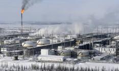 Instalações de refino de petróleo no campo de Vankorskoye, da Rosneft, na cidade de Krasnoyarsk, Rússia Foto: Sergei Karpukhin / Reuters