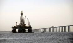 Plataforma de petróleo na Baia de Guanabara Foto: Ismar Ingber / Agência O Globo
