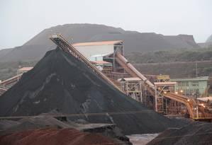Pilha de minério de ferro em Serra Azul (MG), da ArcelorMittal Mineração Foto:  / Agência O Globo