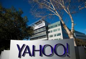Letreiro do Yahoo em frente a sede da companhia em Sunnyvale, Califórnia, EUA Foto: Noah Berger / Bloomberg