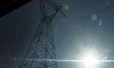 Torre de energia ao longo da BR 101 Foto: Antonio Scorza / Agência O Globo