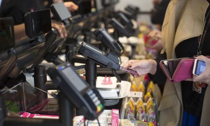 O cartão de crédito exige menos planejamento, mas oferece mais risco Foto: Simon Dawson / Bloomberg