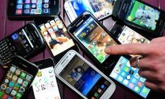 Preço de smartphones pode cair com liminar obtida pela Abinee Foto: Agência O Globo