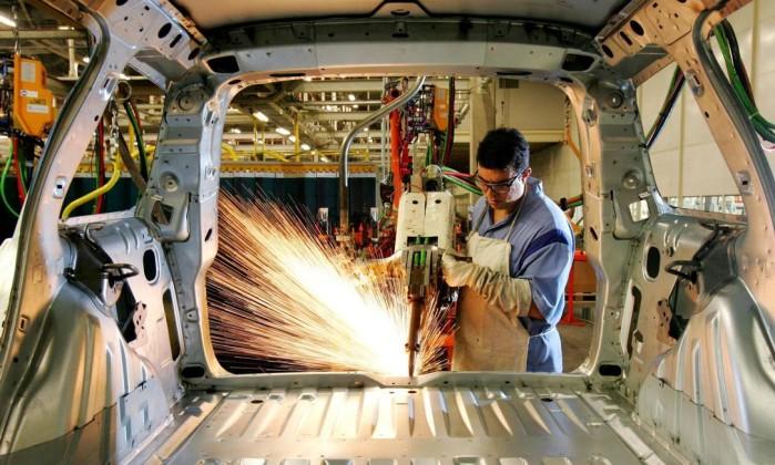 IBGE: Indústria ainda está longe de se recuperar das perdas recentes