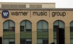 Letreiro do grupo Warner Music em Burbank, Califórnia, EUA Foto: Patrick T. Fallon / Bloomberg