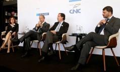 Miriam Leitão, Pedro Malan, Merval Pereira e Pedro Dória discutem os cenários econômicos e políticos do país Foto: Eduardo Uzal