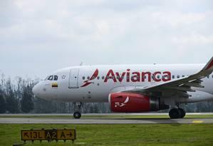 Aeronave da Avianca Holdings SA no aeroporto do El Dorado, em Bogotá Foto: Alejandra Parra / Bloomberg