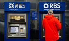 Caixa eletrônico do Royal Bank of Scotland em Hove, na Inglaterra Foto: Luke MacGregor / Bloomberg