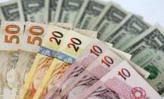Notas de real e dólar americano Foto: