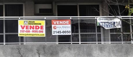 Anúncia de venda de imóvel na Lagoa, Rio de Janeiro Foto: Márcio Alves / Agência O Globo