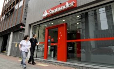 Agência do banco Santander em São Paulo Foto: Paulo Fridman / Bloomberg