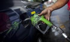 Queda nas bombas pode chegar a cinco centavos, segundo Petrobras Foto: Wilfredo Riera / Bloomberg
