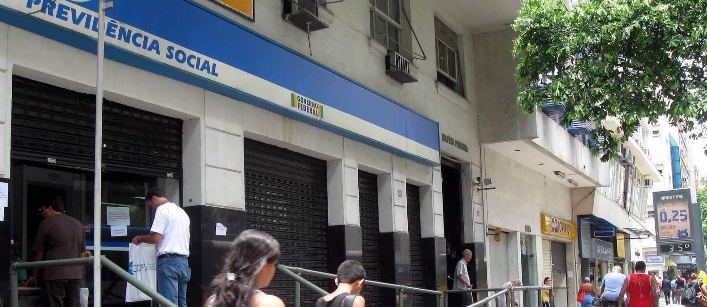 Posto do INSS Foto: Andréa Machado / Agência O Globo